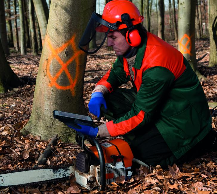 A tree surgeon using a TOUGHBOOK M1 tablet